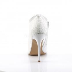 Preciosos zapatos de estilo botín de charol y encaje transparente