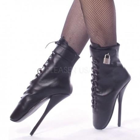 Botines de piel de ballet con tacon de aguja y candado