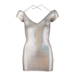 Sugerente mini vestido plata brillante con gran escote en espalda